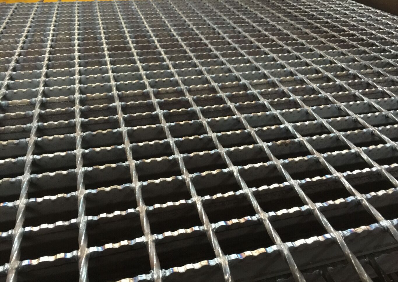 38-5mm-30-100-Serrated-Surface-Steel-Grating.jpg